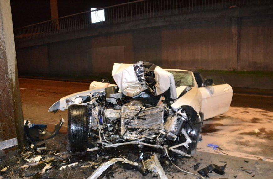 car_crash_mercedes_benz_02