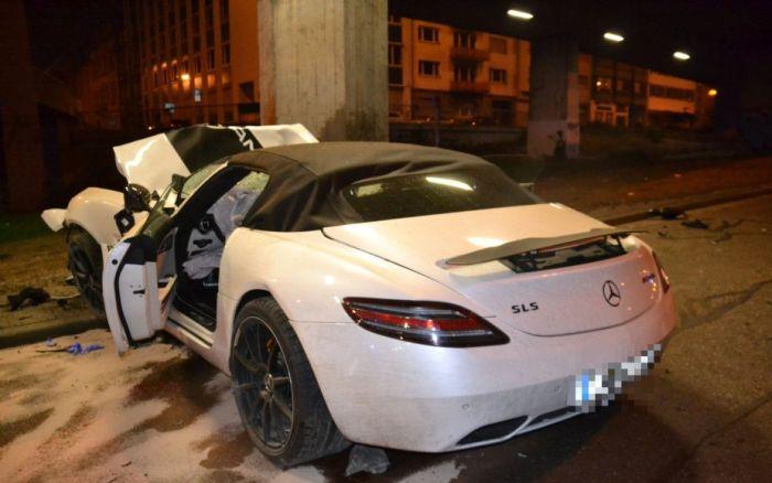 car_crash_mercedes_benz_04